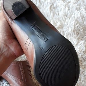 American Eagle Shoes - NWOT American Eagle wingtip retro vintage heels